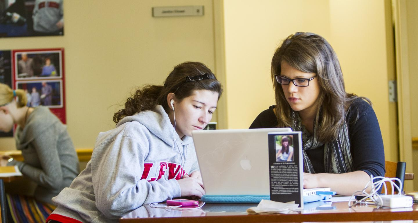 Two students look up how to apply for fafsa