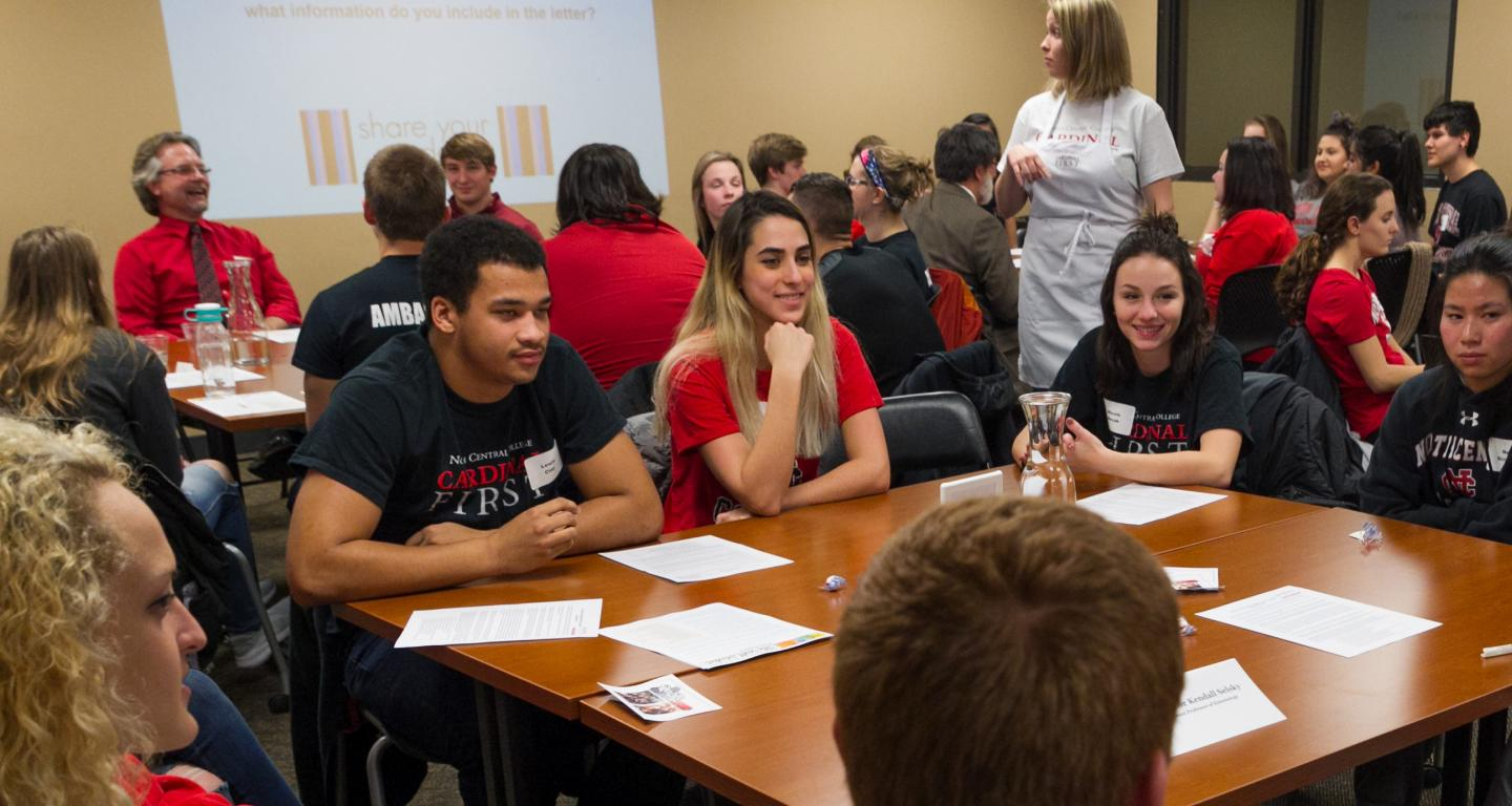 Sophomore first-gen students at a Cardinal First dinner event.