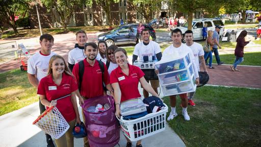 Student ambassadors helping new freshmen move into their dorms.