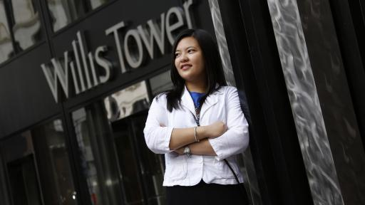 student in front of willis tower